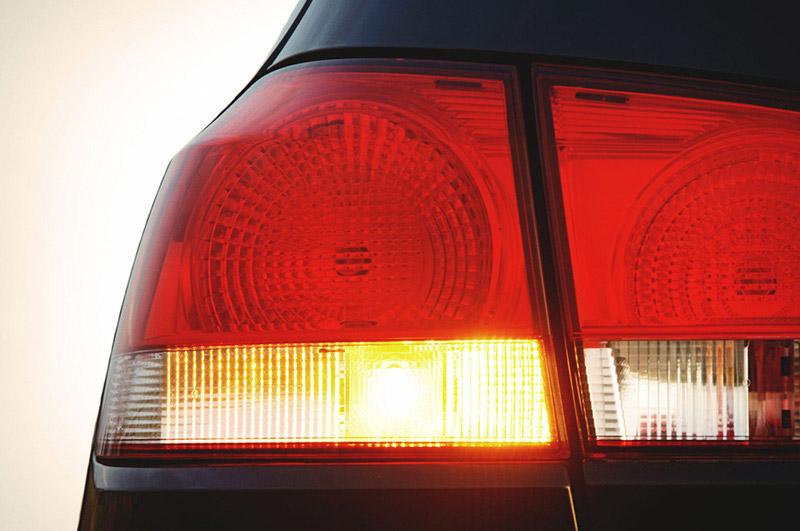 Не работают поворотники и аварийка: причины, диагностика и что делать